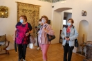Wycieczka, Kamienica Ormiańska Muzeum Zamojskiego, Klubowicze oglądają wystawę