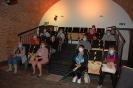 Wycieczka, Prochownia Muzeum Zamojskiego, Klubowicze oczekują na seans