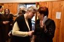 Hol przed Kaplicą Domu Nadziei, p. Irena rozmawia z p. Dagmarą